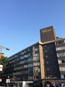 コープオリンピア(神宮橋交差点から)