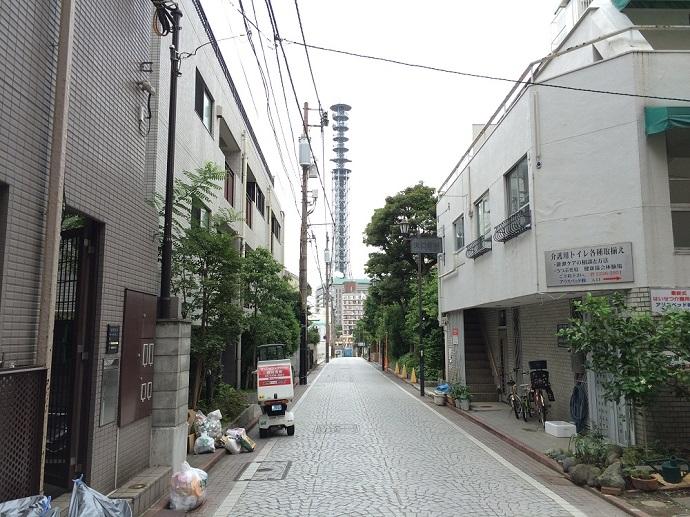 新宿区三栄町計画_三井不動産_正面の石畳