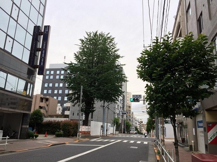 三栄町交差点手前