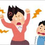 子どもを怒鳴り散らす母親
