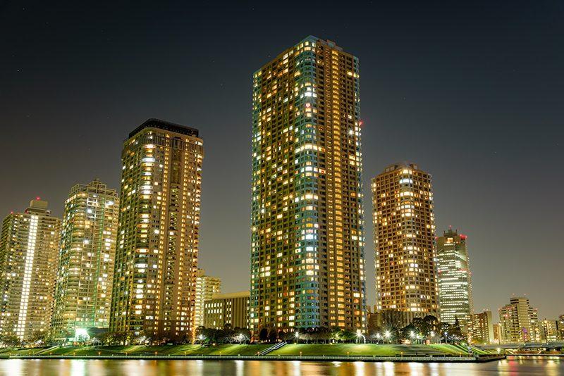 リバーシティ21(中央区佃)。墨田川からすっとタワーマンションが立ち並ぶ景色が印象的。