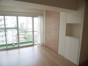 壁紙、床、建具を交換